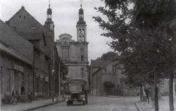 Kościół i ciężarówka ok. 1955 r.