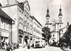 Bazylika i autobusy ok. 1960